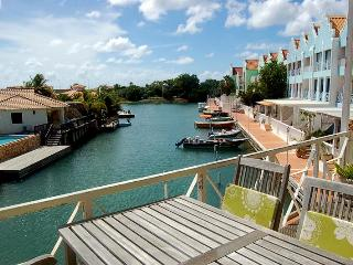 Adorable Affordable Apartment on Water - Pool WiFi, Kralendijk