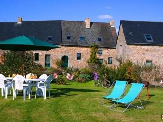 Old typical Cottage 8 Persons Mt St Michel France, Saint-Germain-en-Cogles