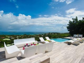 TURQUOZE...fabulous contemporary 4BR with breathtaking views over Orient Bay