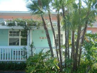 Anna Maria Island Cottage w/housekeepng, Bradenton Beach