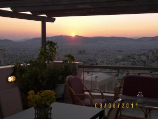 Amazing view - 2 bedrooms sleep 4-7, Athens Center, Atenas