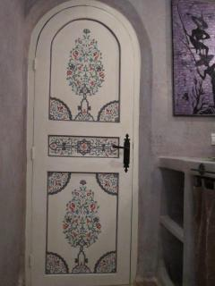 handpainted bathroom door of the BLUE room