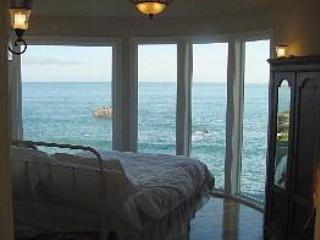 'Cape Mendocino Cabin' , (1) queen bed and the view !