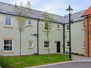 PERRIWINKLE, ground floor apartment, with pool in Filey, Ref 7410