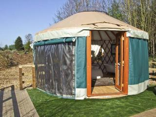 THE LAKESIDE YURT, pet friendly, country holiday cottage, with pool in