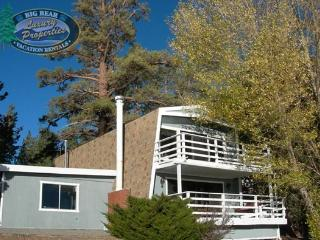 Fishermans Lakefront Cabin where you will relax in this comfortable and welcoming lakefront Vacation Cabin in the downtown Village area of Big Bear Lake., Big Bear Region