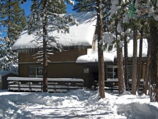 Makin Memories Cabin relish the peaceful solitude afforded by this secluded Vacation Cabin in Big Bear with outdoor hot tub, wifi, and close to shopping., Big Bear Region