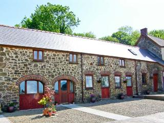 THE CART SHED, pet friendly, country holiday cottage, with a garden in Haverfordwest, Ref 7188