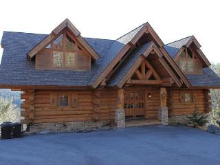 Bear Hollow Lodge, Beautiful Luxury Log Home, Gatlinburg