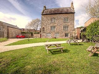 Medieval Manor House: Sleeps 16, Caldicot