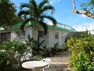 Casa Mariposa - Top of Hill Overlooking Ocean, Isla de Vieques