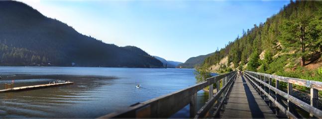 Lake 2 minute stroll away