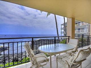 Oceanfront 2 bedroom condo with amazing Ocean and Sunset views, Kailua-Kona