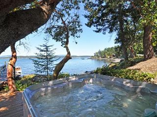 Waterfront, Walk out Beach, Hot Tub, Dock, Buoy -  Near Friday Harbor!
