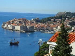 Lovely Views Apartment, 2 Balconies, Near Old Town, Dubrovnik
