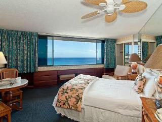 Sweeping Ocean View Condo With Free Parking, Honolulu