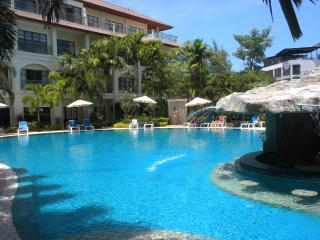 Luxury 2-bedroom Apt, sleeps 5 + infant, pool view, Bang Tao Beach
