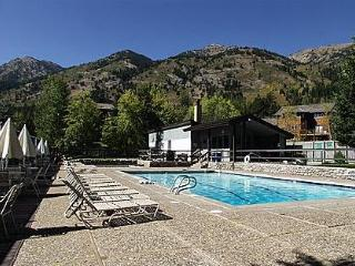 WALK TO LIFTS ,  2BR/1ba, Ht tub, pool, tennis, Teton Village