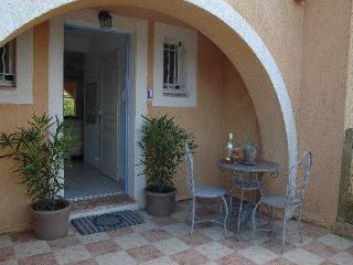 Provencal Village French House with WiFi, Grill, and Pool, La Garde-Freinet