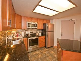 Ground-floor unit, newly renovated, close to pool and white-sand beach., Kihei