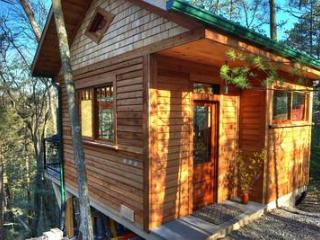 Wood Cliff Cabin: Retreat, Repose, Relax, Lewisburg