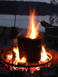 Vodoo  Fire in the private lakefront firepit!