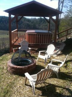 Gazebo w Hot Tub & Fire Pit area overlooking Nottley River & eleven mountain peaks