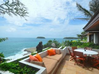 Cape Kata Oceanfront Villa. Walk to Kata Beach !