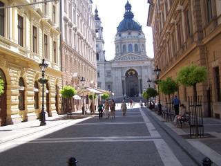 Delightful 3 Br In Historic Downtown Near Danube, Budapest