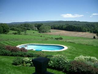 Berkshires: Romantic Cottage with spectacular view