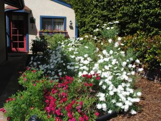 The Cottage in the Garden,  with a secluded spa, Redondo Beach