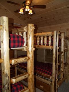 Cedar Creek - Lumberjack Themed Bunkhouse!