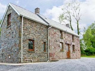 BWTHYN TRECOED, family friendly, country holiday cottage, with a garden in St Clears, Ref 6948, Llanddowror