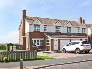 SANDY COVE, pet friendly, with a garden in Beadnell, Ref 6010