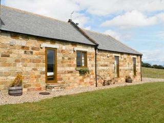 LONGSTONE COTTAGE, pet friendly, character holiday cottage, with a garden in Ugt