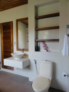 Modern Thai design in the bathroom