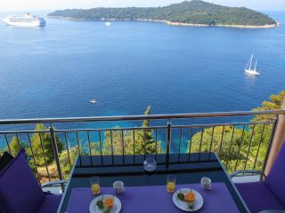 02|Modern Seafront 2-BR with Balcony, Parking a short stroll to Old town & Beach, Dubrovnik