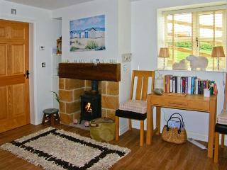 EWELANDS RETREAT, romantic, luxury holiday cottage, with open fire in Sleights, Ref 7317