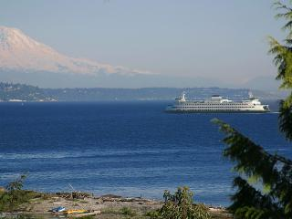 1 Bdrm Private Beach Suite, Fantastic Views, Near downtown & ferry to Seattle