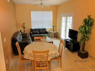 Cute and Cozy Venetian Bay Vacation Rental Townhome Just 6 Miles to Disney, Kissimmee