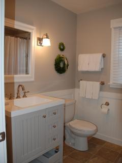 Bath with shower/tub - Back cottage