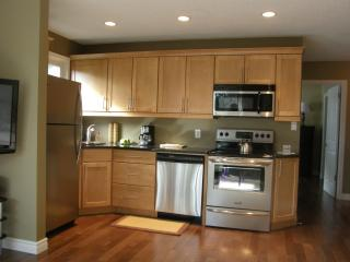Beautiful fully equiped kitchen with stunning granite counters