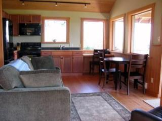 Luna Vista - Private Cabin for 2 - Quadra Isl., BC