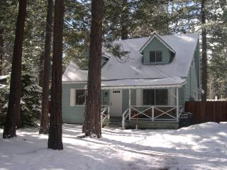 Peaceful Family Cabin - Hot Tub, Log Fire, & Bikes, South Lake Tahoe