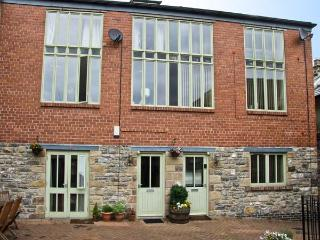 3 COACH HOUSE MEWS, family friendly, country holiday cottage, with a garden in