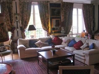 Seventh Elegance Paris apartment rentals, apartment in Paris to let, holiday