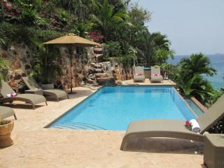 Oceanfront Paradise,Kayaks, SUP, Snorkeling Equipment--all included. Waterfall..