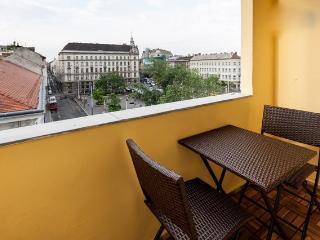 Budapesting's Basilica Balcony Apartment 2Be/2Ba
