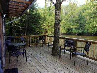 THE RIVERSIDE RETREAT - LOCATED ON THE SHAVER'S FORK RIVER