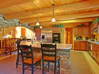 Moose Hollow Lodge - Huge Kitchen